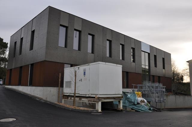 Sofaper chantier realisation du sieges sogea a vannes en beton brut lasure a l exterieur 11