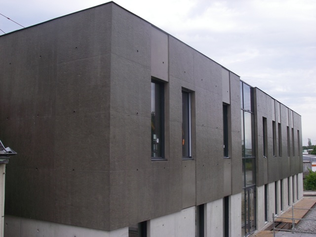 Sofaper chantier realisation du sieges sogea a vannes en beton brut lasure a l exterieur 28 1