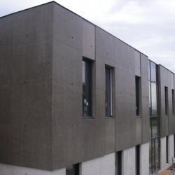 Sofaper chantier realisation du sieges sogea a vannes en beton brut lasure a l exterieur 28
